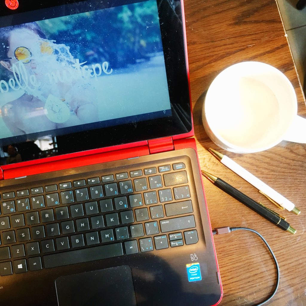 see heathersmile, blogs, youtube, belle musique, coffee, coffee shop, tea, starbucks, laptop, pens, workspace, table, coffee table, brown, red, white